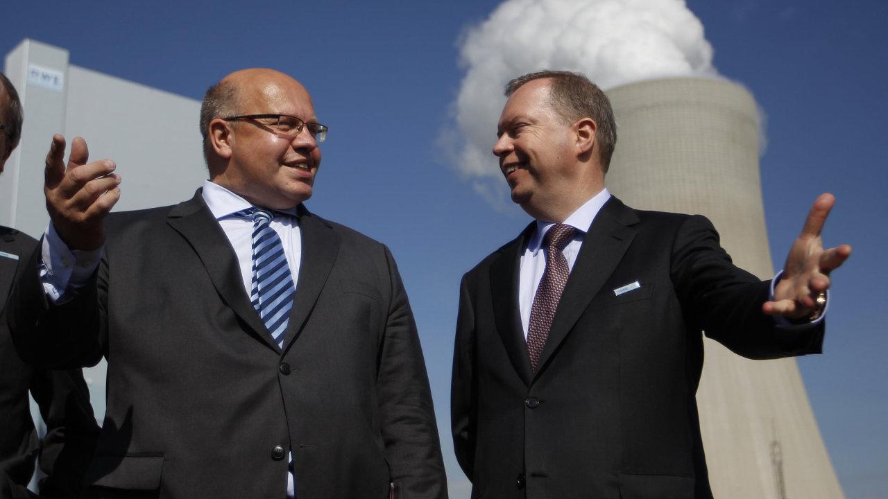 Otevírání nové uhelné elektrárny bylo ještě v srpnu 2012 v Německu událostí, které se osobně účastnili šéf koncernu RWE Peter Terium a ministr životního prostředí Peter Altmaier.