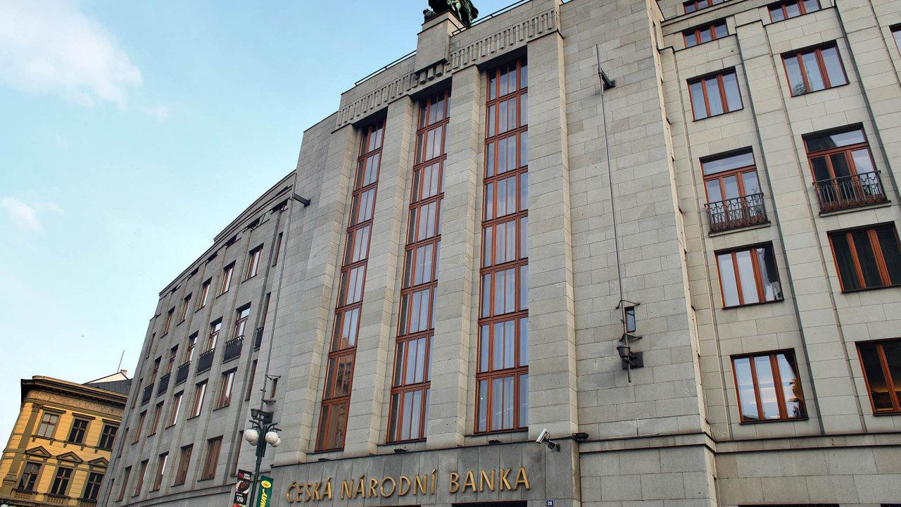 """ČNB oznámila, že si banky budou povinně dávat více peněz """"bokem"""". Vprůběhu příštích 13 měsíců se proto celkem třikrát zvýší takzvaná proticyklická rezerva."""