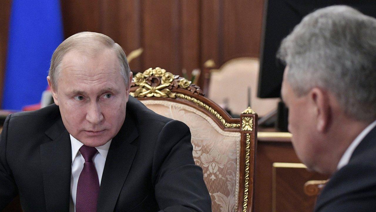 Podle Vladimira Putina Moskva rozmístí jaderné střely krátkého a středního doletu jen tehdy, pokud to jako první udělají USA.