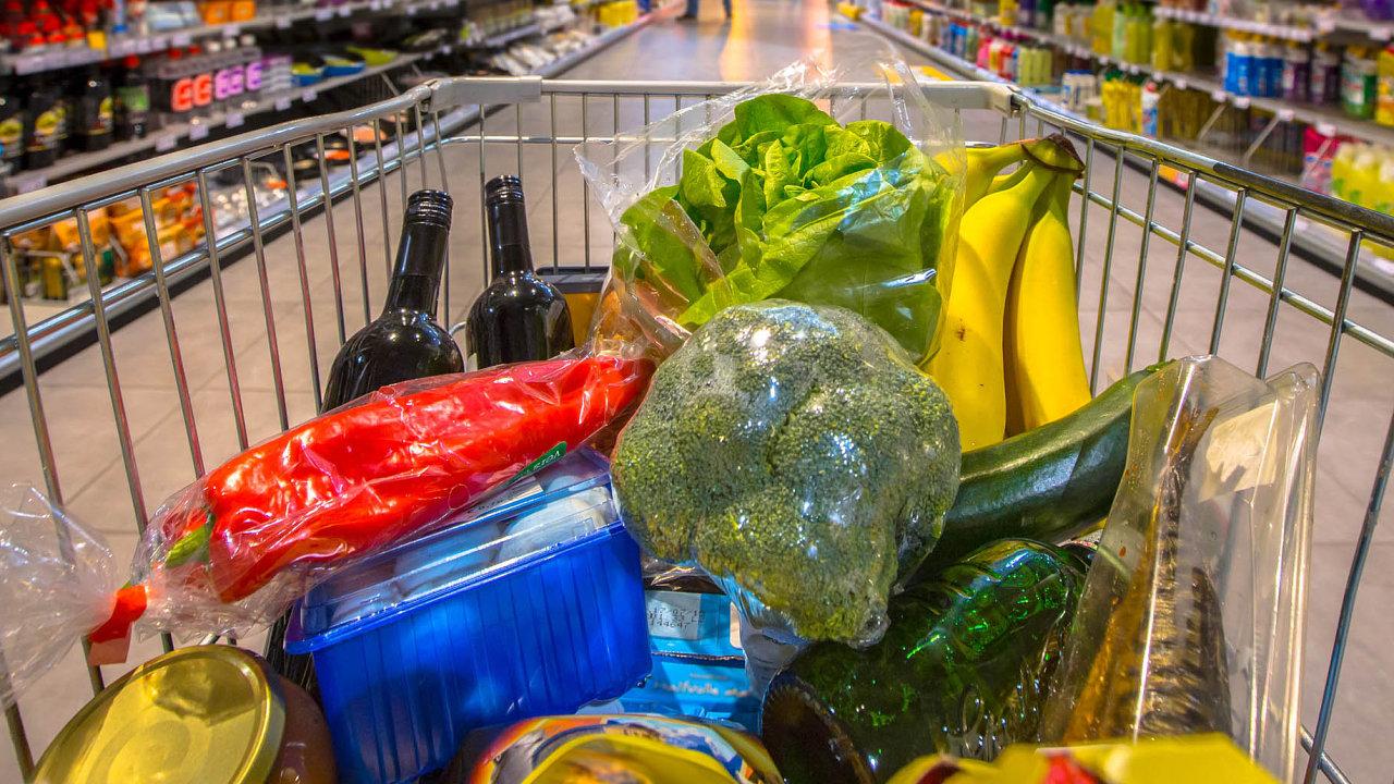 Vliv velikonočních nákupů se projevil zejména v prodeji potravin, kde se tržby zvýšily o desetinu.