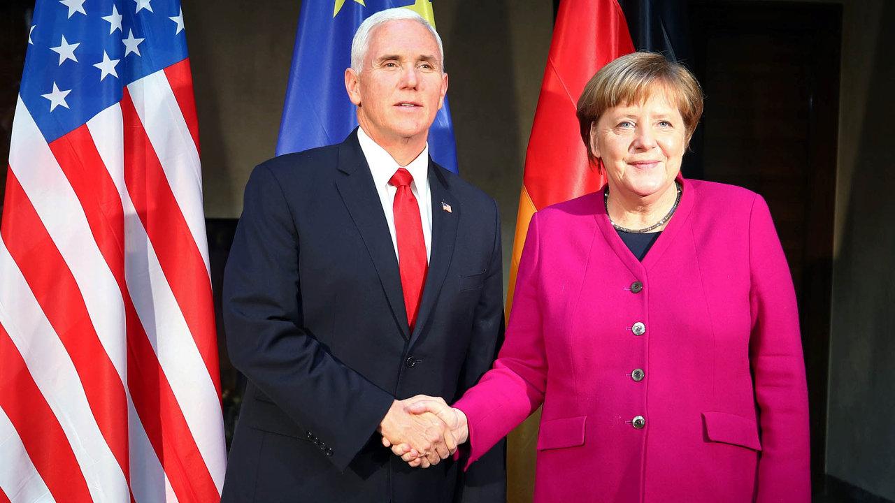 Mnichov: americký viceprezident Mike Pence aněmecká kancléřka Angela Merkelová