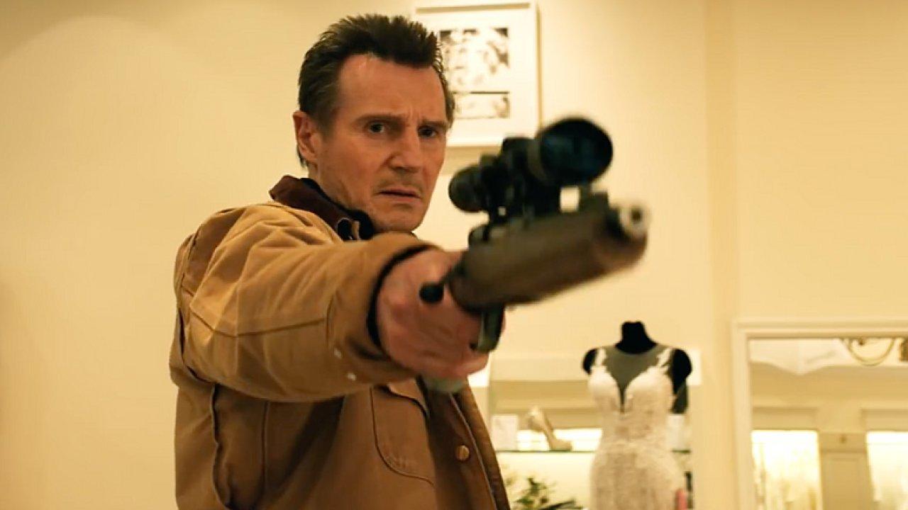 Liam Neeson řídí sněžný pluh a zabíjí. Mrazivá pomsta baví černým humorem