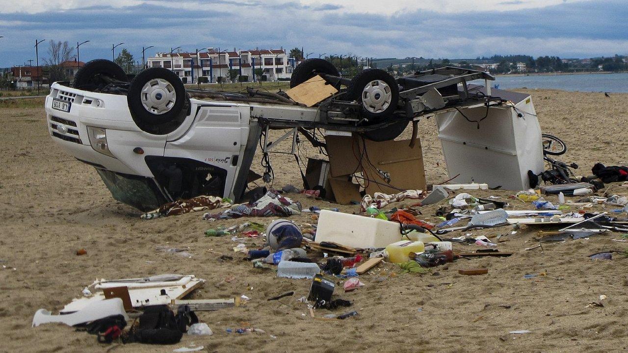 Následky bouře, která zasáhla Řecko.