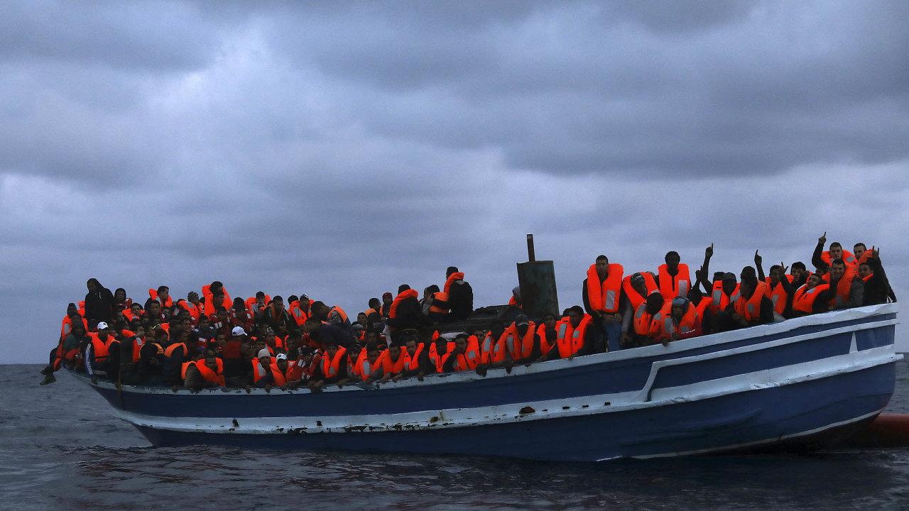 Česko patří vrámci EU mezi země, které přebírání migrantů uvnitř unie odmítají nejostřeji.