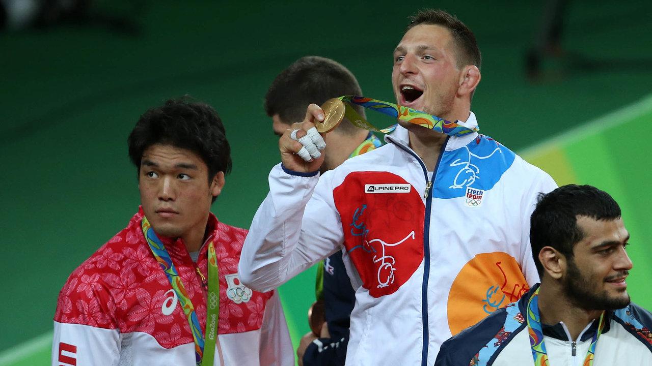 Judista Lukáš Krpálek získal na hrách vRiu jediné české zlato. Idalší olympijské medaile nejspíš sportovní fanoušci vbudoucnu uvidí v České televizi.