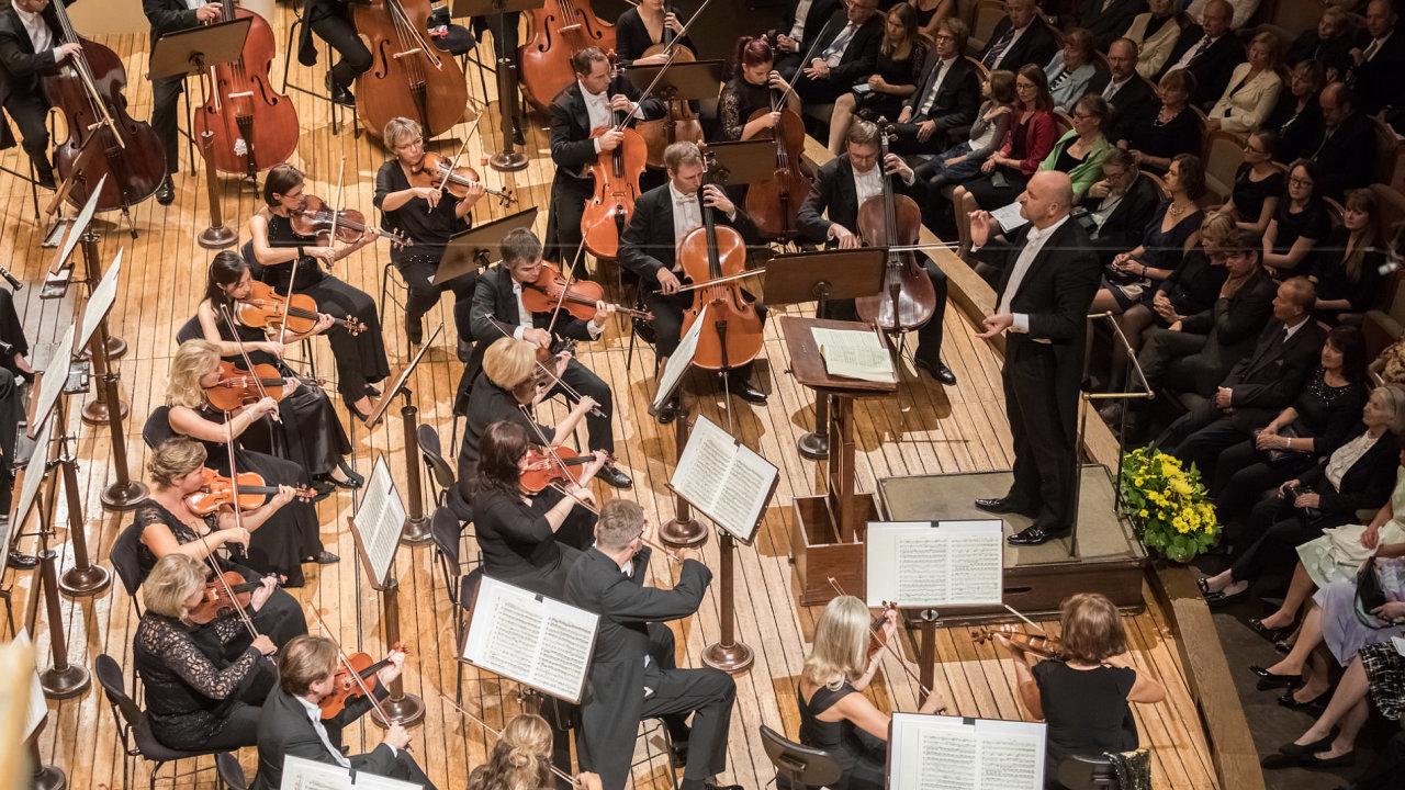 Snímek z nedělního zahajovacího koncertu sezony orchestru PKF - Prague Philharmonia.