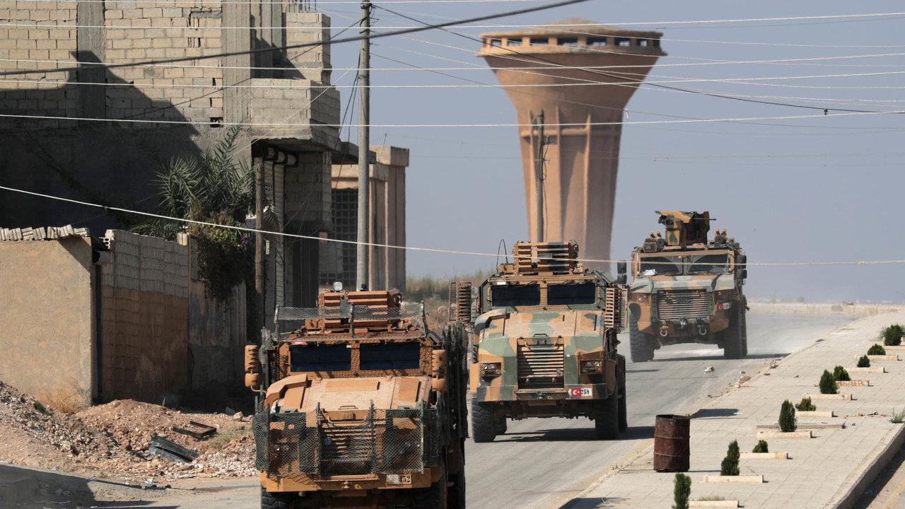 Útok najih: Turecké jednotky veměstě TalAbjad nasyrsko-turecké hranici.