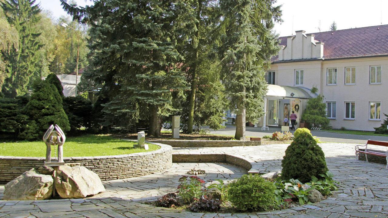 Lázně naprodej: Státní lázně Bludov leží vpodhůří Jeseníků, tamní léčebné prameny se využívají už od16. století.