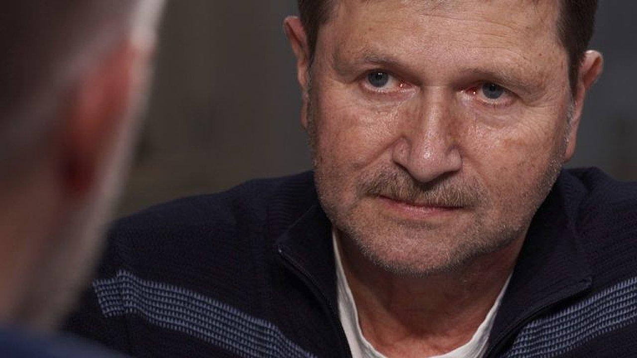 Strašení imigranty nezabralo, tak má zabrat epidemie, je to blázinec, říká Hrušínský.