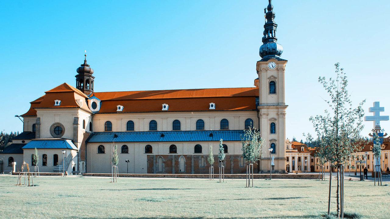 Historie pradávného srdce Velkomoravské říše se začala psát před více než 800 lety. Tehdy doúdolí říčky Salašky přišlo 12 cisterciáckých mnichů, aby nedaleko obce Veligrad (dnešní Staré Město) vybudovali klášter.