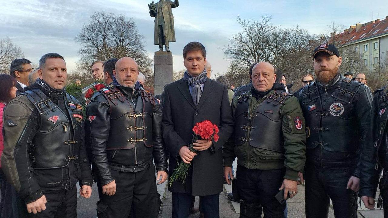 Zastupující ředitel Ruského centra vědy akultury Andrej Končakov (uprostřed).