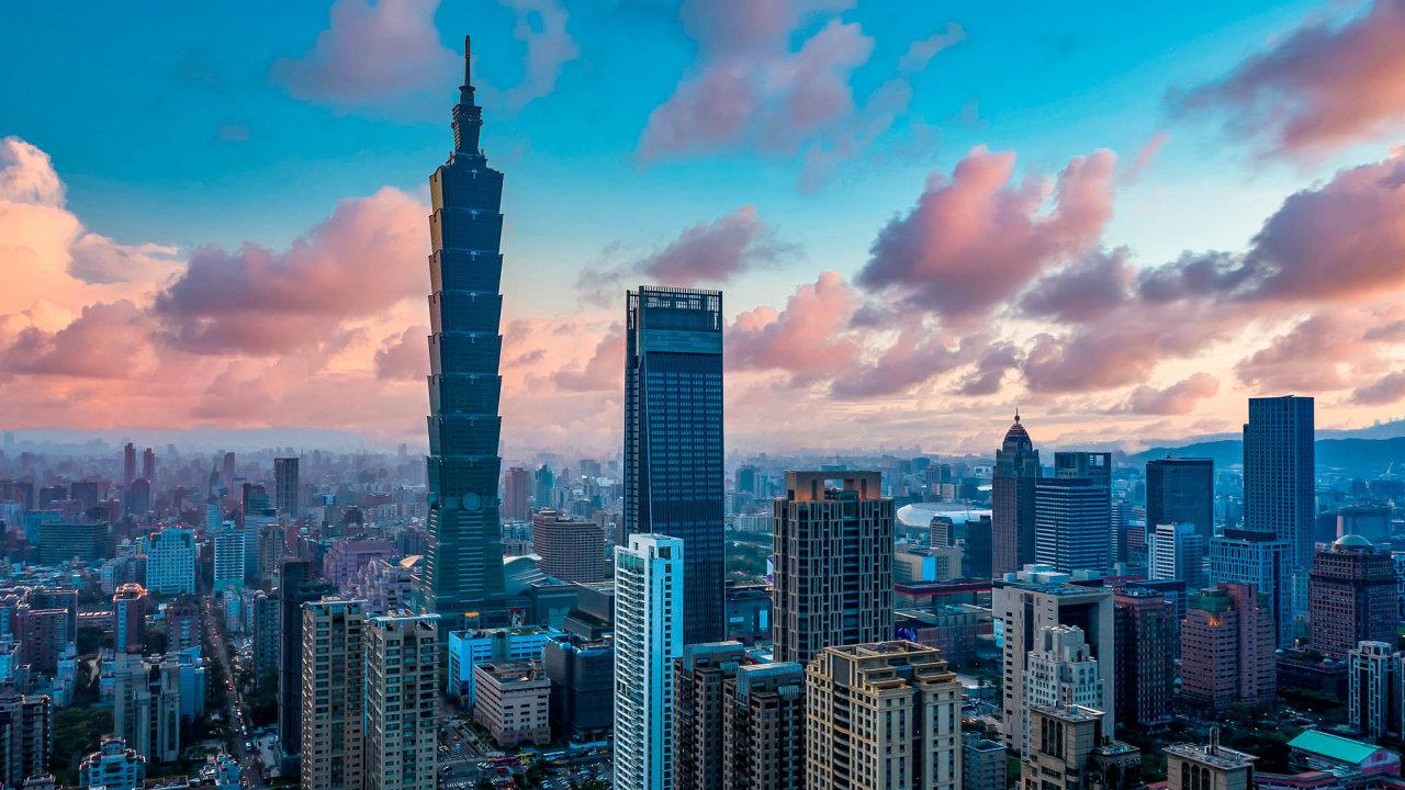 Symbol vzestupu. Tchaj-wan patří mezi nejrozvinutější asijské země. Dominantou hlavního města Tchaj-peje je budova Tchaj-pej 101– s508 metry desátý nejvyšší mrakodrap nasvětě.