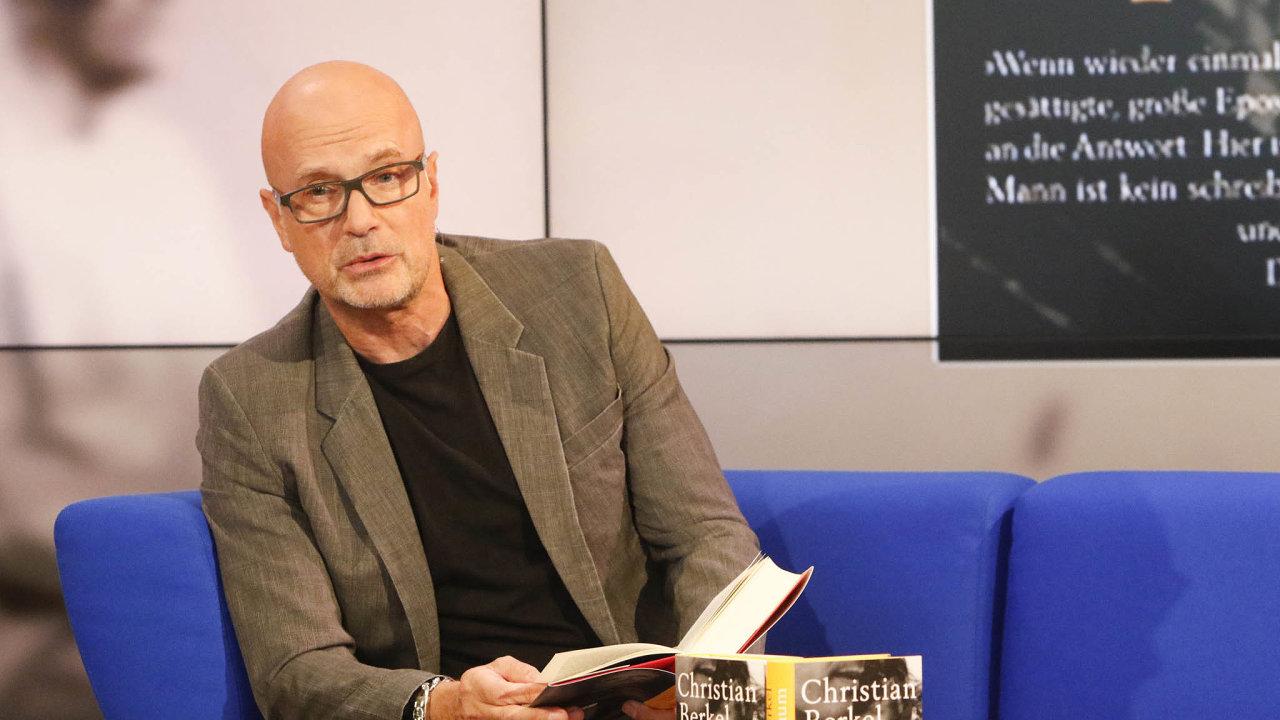 Ukázat historii nakonkrétním příběhu, anavíc zrodiny slavného herce, je cesta kúspěchu.Christian Berkel naveřejném čtení zjeho knihy Jabloň, která se dočkala pochvalných recenzí auznání kritiků.