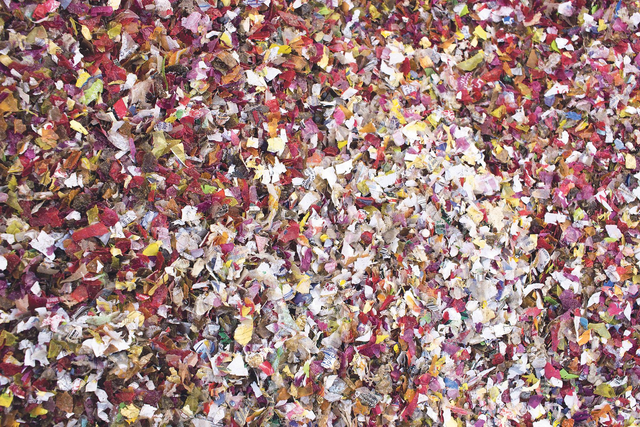 Pojivem vpolymerním betonu firmy Via Alta jsou netříděné anevymývané směsné odpadní termoplasty.