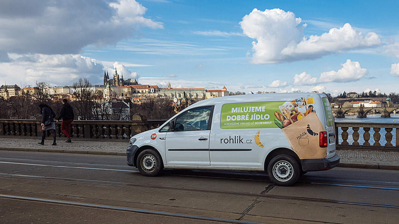 Doručovací služba Praha, Rohlík, Rohlík.cz, kurýr