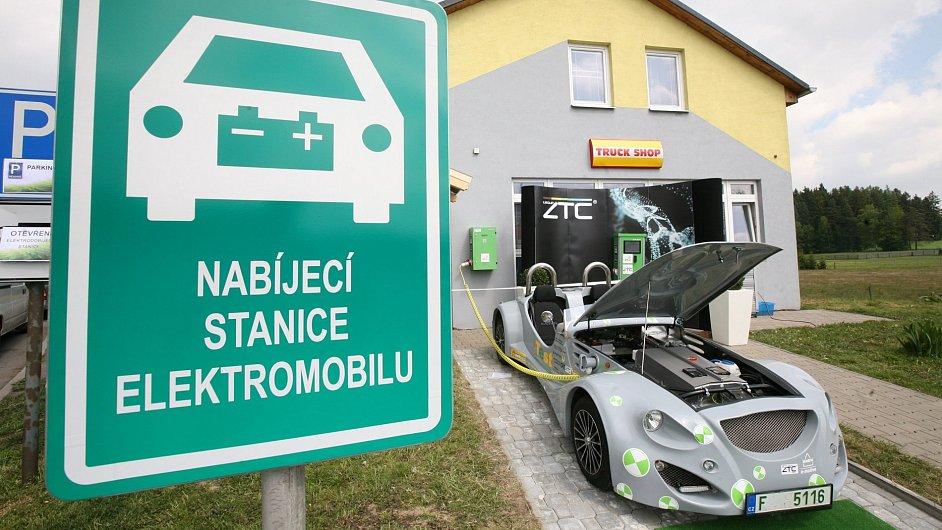 Nabíjecí stanice elektromobilů.