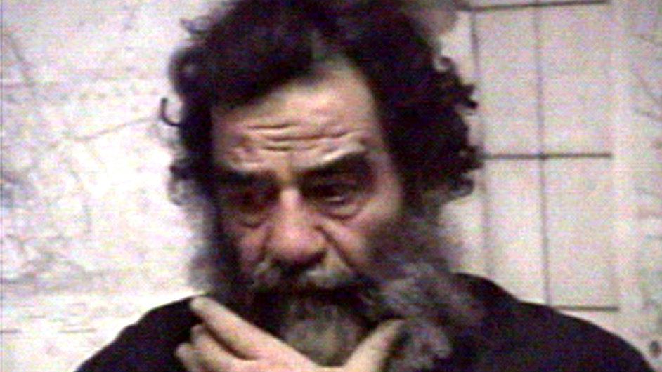 Saddám Husajn po dopadení v roce 2003