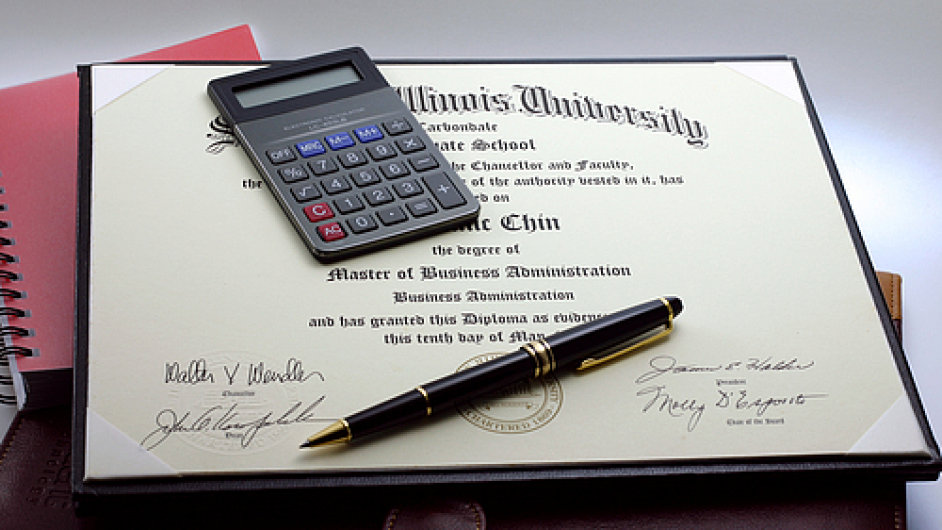 Diplom za MBA a odpovidajici plat manazera
