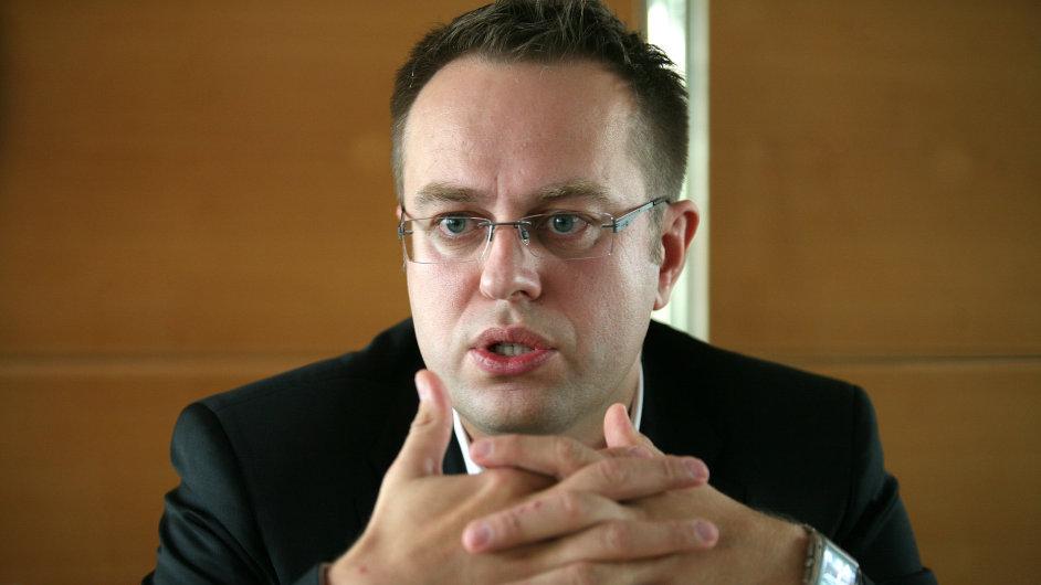Česká televize tradičně počítá s Václavem Moravcem. Otázkou je, zda povede předvolební debaty.