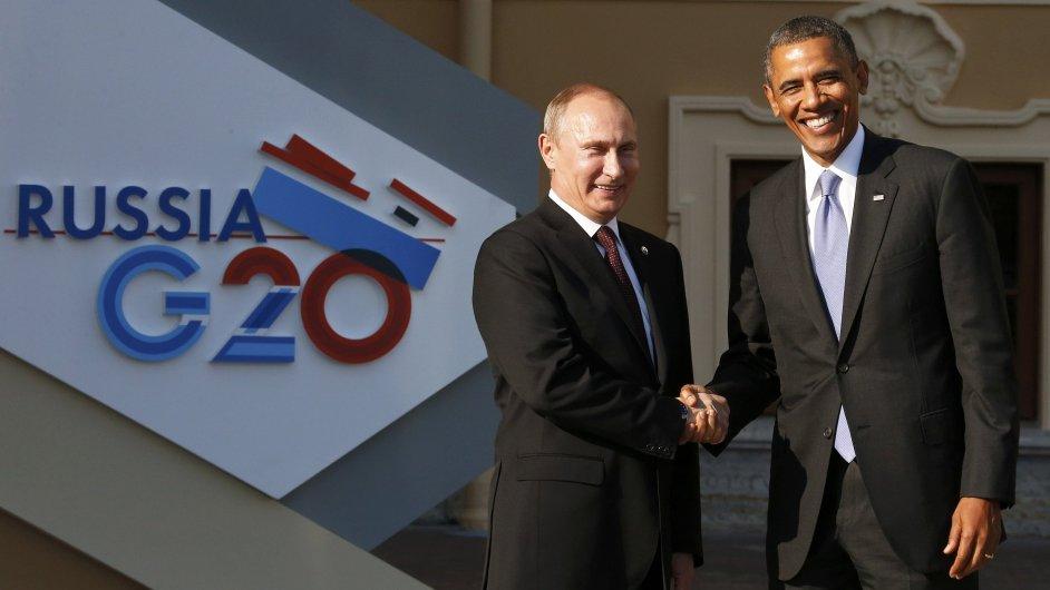 Vladimir Putin vítá Baracka Obamu v Petrohradu.