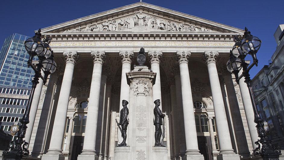 Akcie obchodované za zdmi této budovy, londýnské burzy, se v posledních dvaceti letech jeví jako nejbezpečnější.