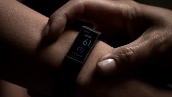 Microsoft brzy p�edstav� chytr� n�ramek, fungovat bude s iOS i Androidem