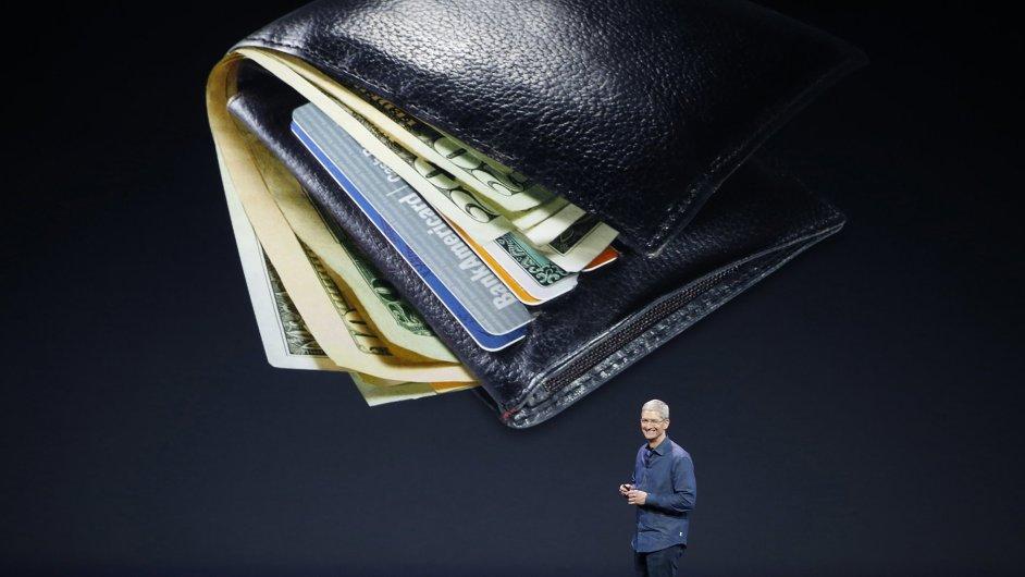 Tim Cook představuje Apple Pay.