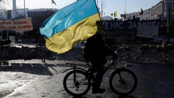 Ukrajina závisí na penězích od MMF, USA a Evropské unie.