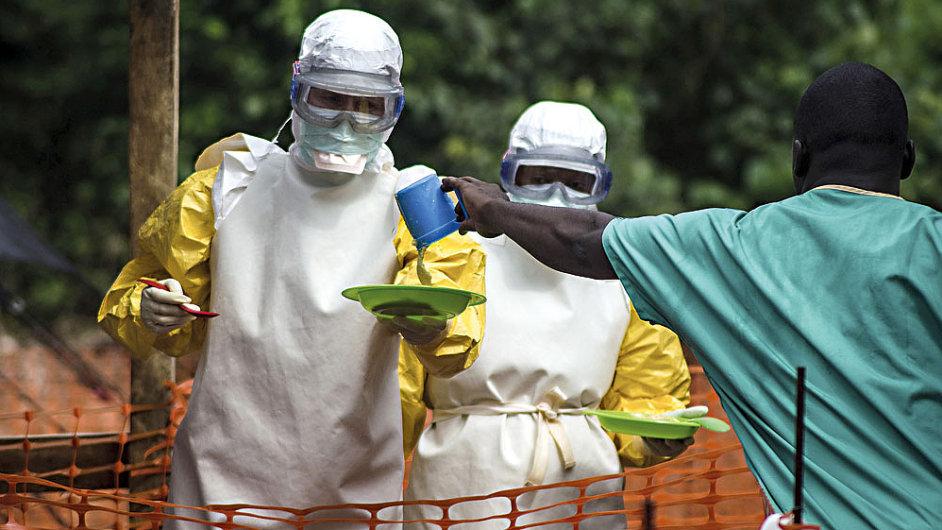 Nákaza eboly je nejrozsáhlejší a nejdelší epidemie svého druhu.