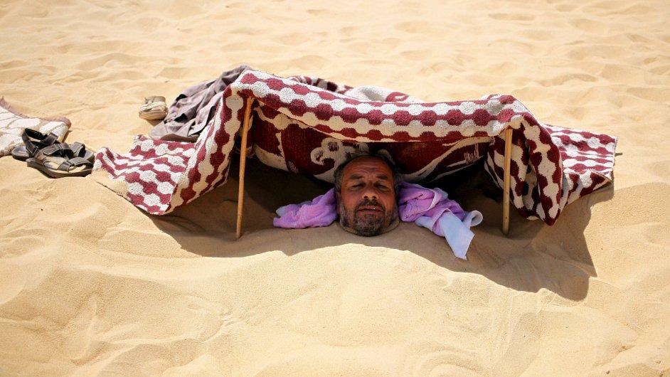 Písečné lázně v oáze Síwa v Libyjské poušti na západě Egypta.