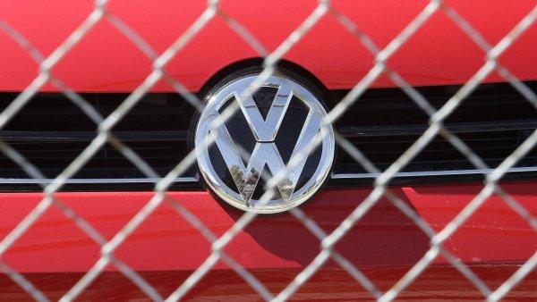�pi�ky automobilky Volkswagen m�ly o probl�mu s emisemi dozv�d�t u� v srpnu na intern� sch�zce - Ilustra�n� foto.