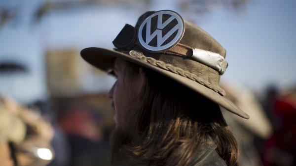 Volkswagen letos �elil skand�lu s emisemi, pov�st zna�ky utrp�la.