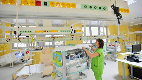 Z nemocenské pojištění jdou prostředky například na dávky v mateřství - Ilustrační foto.