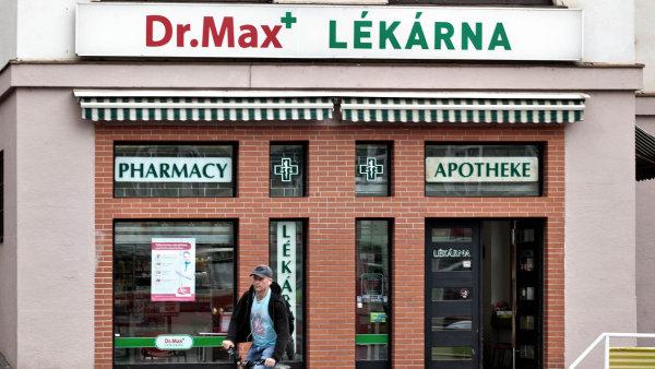 Dr. Max bude m�t letos 400 l�k�ren.