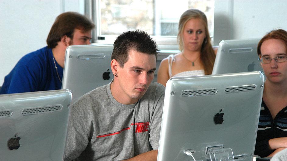 Středoškoláci, studenti a počítače, počítač, Apple