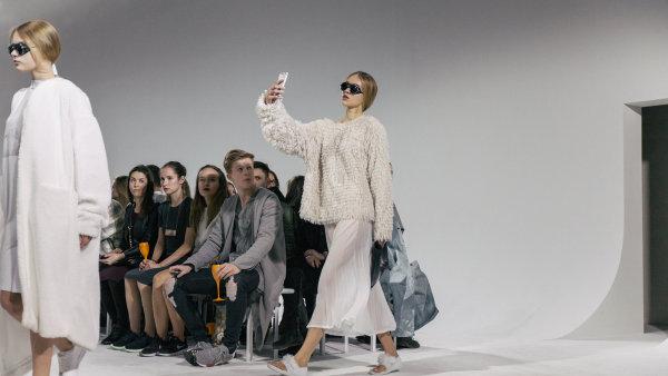 V roce 2015 přilákal Mercedes-Benz Prague Fashion Week 16 tisíc diváků.