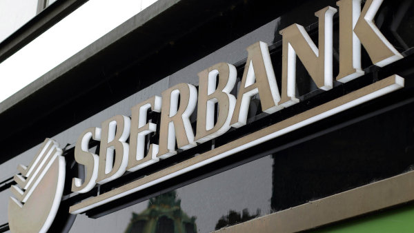 Jednou z bank, na kterou se sankce vztahují, je i Sberbank.