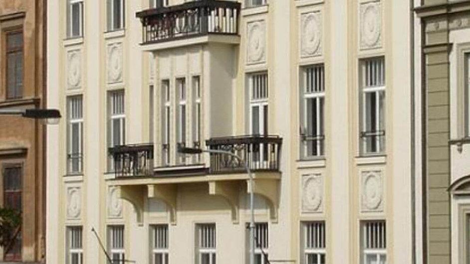 Dočeských rukou: Vpřepočtu zanecelých 65 milionů korun prodala rakouská společnost S + B Gruppe budovu vulici Na Florenci 23 vcentru Prahy českým investorům.