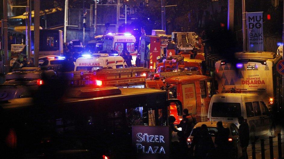 Minimálně 13 lidí při útocích v Istanbulu zemřelo.