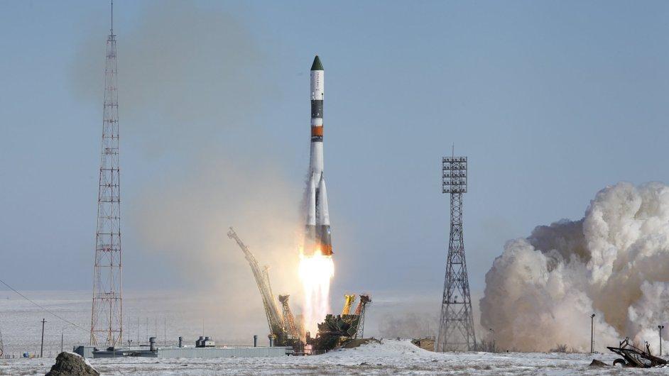 Start nosné rakety Sojuz-U z Bajkonuru, která do vesmíru nese nákladní loď Progress MS-05.