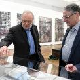 Obrazy Gerharda Richtera doprovodí knihu o holokaustu, sestavil ji český profesor z Basileje