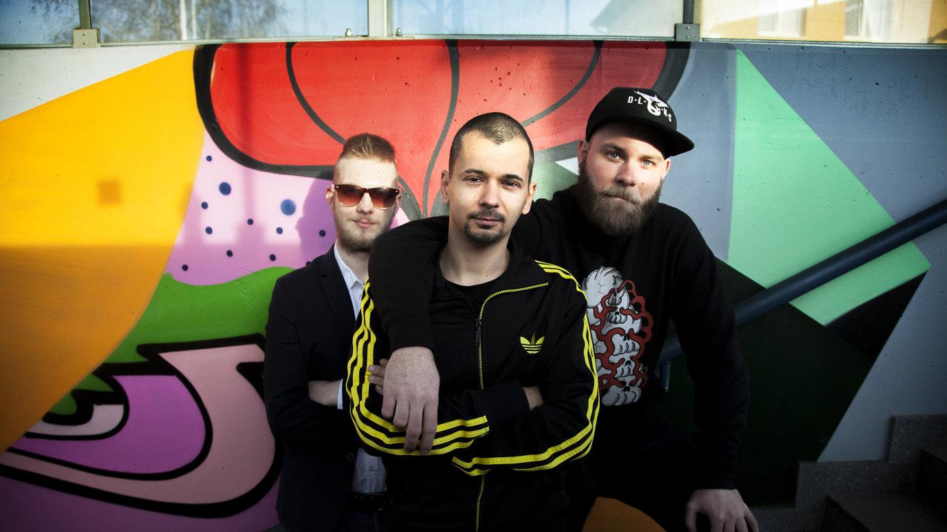 Full colour. Zleva Vilém Strejček, Jan Čermák a Filip Jeřábek.