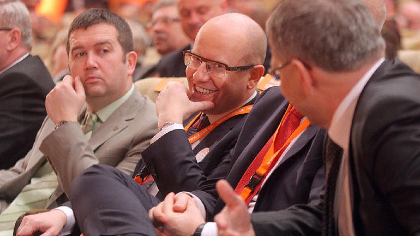 Vedení ČSSD. (Zleva: předseda sněmovny Jan Hamáček, premiér Bohuslav Sobotka, ministr zahraničních věcí Lubomír Zaorálek).