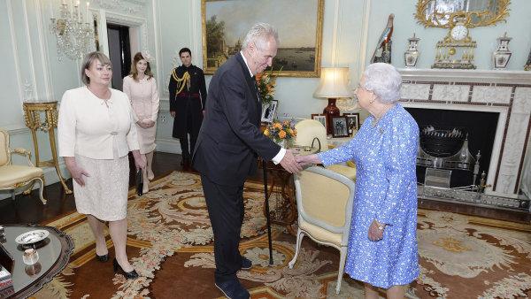 Zeman na návštěvě britské královny