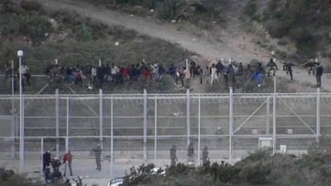 Přibližně 1100 migrantů ze subsaharské Afriky se pokusilo první den roku 2017 překročit hranice Maroka a španělské Ceuty.