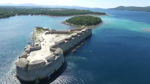 Kultovní ostrovy, pevnosti Jadranu, jezerní oblast. To jsou nové památky světa.