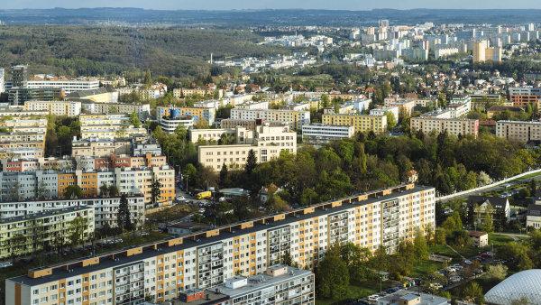 Díky vysoké poptávce prudce rostou ceny bytů. A týká se to i bytů v panelových domech.