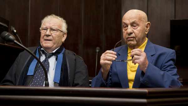 Za úmyslné hrubé zkreslení posudku ve prospěch Romana Janouška soud uložil dopravnímu znalci Jiřímu Dolečkovi podmíněný trest vězení v délce 18 měsíců.