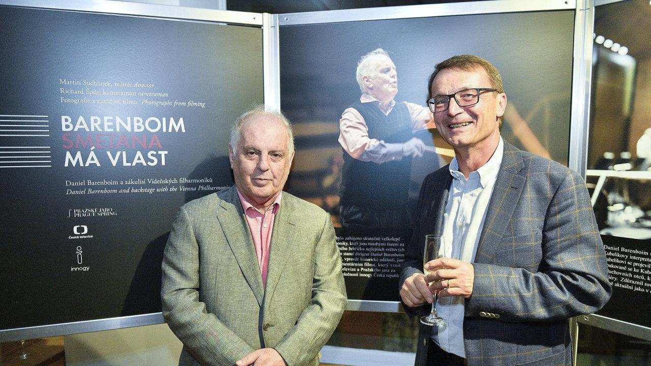 Na snímku z úterní premiéry filmu jsou dirigent Daniel Barenboim a filmař Martin Suchánek.