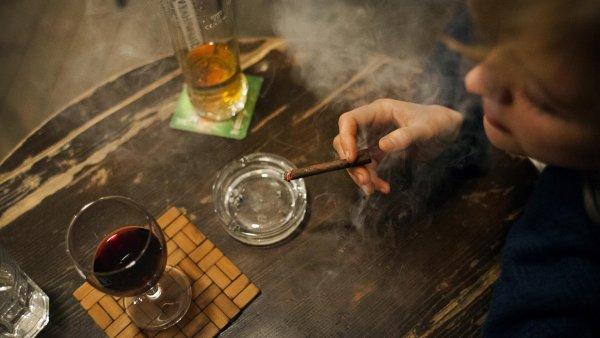 Posledního května začal platit plošný zákaz kouření a vše nasvědčuje tomu, že se nic jen tak nezmění.